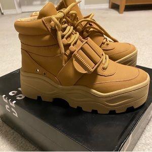 Hayla Platform Tan Hiking Boots Sneaker 5.5